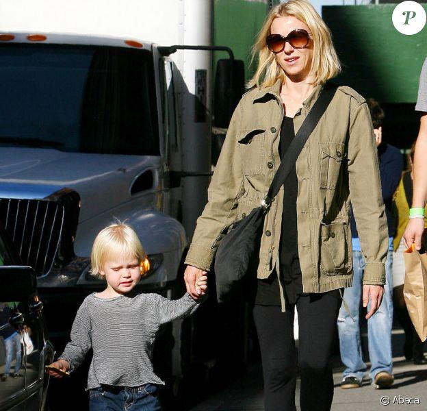 Naomi Watts avec Alexander dans les rues de New York, le 22/10/09