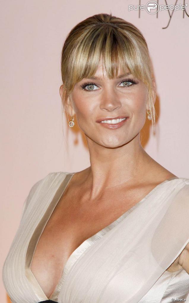 Natasha Henstridge - Photos
