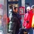 Exclusif - Emily Ratajkowski (enceinte) avec son mari Sebastian Bear-McClard promènent leur chien à New York City, New York, Etats-Unis, le 3 mars 2021.