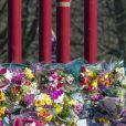 Les Anglais déposent des fleurs en hommage à Sarah Everard dans le parc Clapham Common à Londres le 12 mars 2021.