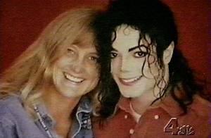 Michael Jackson : Debbie Rowe, la mère des deux enfants, vous dit ce qu'elle a pensé de...