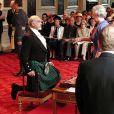 Sean Connery fait Chevalier par la reine Elizabeth en Écosse, en 2000.