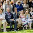 La reine Sonja, le roi Harald, la princesse Martha Louise, Emma Tallulah Behn, Leah Isadora Behn et Maud Angelica Behn - La famille royale fête le 80ème anniversaire de la reine Sonja de Norvège à la galerie d'art Reine Sonja aux écuries du palais à Oslo, le 4 juillet 2017.