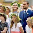 Maud Angelica Behn, la princesse Ingrid Alexandra, le prince Sverre Magnus, Leah Isadora Behn, la princesse Martha Louse, la princesse Mette Marit, le prince Haakon - La famille royale de Norvège lors de la garden party du jubilé des 25 ans de règne du roi Harald de Norvège à Trondheim le 23 juin 2016.