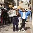 Exclusif - Vittoria de Savoie et Giulia Le Ruyet-Marcassus (fille de A.Marcassus et F.Le Ruyet) lors d'une manifestation de lycéens scolarisés dans des établissements privés et hors contrat qui s'inquiètent pour le BAC 2021 en raison de la pandémie de Covid-19 (coronavirus) sur la place Jacques Bainville à Paris, France, le 23 mars 2021. © Jack Tribeca/Bestimage