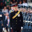 Le prince Harry passe en revue les troupes du Regiment's Colour lors de sa visite à la Royal Air Force pour le 75ème anniversaire. Le 20 juillet 2017