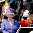 Elizabeth II et le prince Philip, en tenue militaire, lors de la parade Trooping of The Colour pour les 80 ans de la reine à Londres.