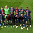 Idrissa Gueye (premier rang, au milieu) et ses partenaires lors du quart de finale retour de Ligue des Champions opposant le Paris Saint Germain au Bayern Munich au parc des Princes. Paris, le 13 avril 2021. © Anthony Bibard/FEP/Panoramic/Bestimage