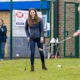 """Le prince William, duc de Cambridge, et Catherine (Kate) Middleton, duchesse de Cambridge lors d'une visite au projet """"Cheesy Waffles"""" au centre Belmont Community à Durham, Royaume Uni, le 27 avril 2021."""