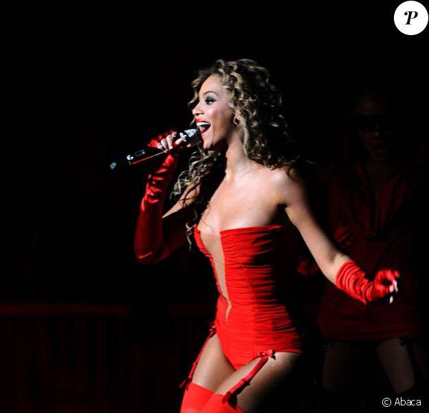 Beyoncé sur la scène des MTV EMA 2009, où elle a interprêté son tube Sweet Dreams, le 4 novembre 2009