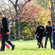 Barack Obama et sa petite famille de retour à la Maison Blanche après un week-end détente à Camp David le 8/11/09