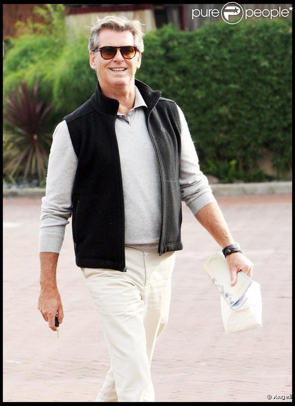 Pierce Brosnan et sa femme Keely à Malibu à la sortie d'un restaurant le 7/11/09
