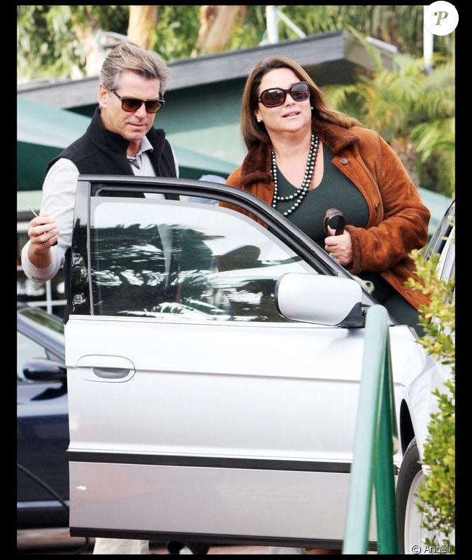 Pierce Brosnan et sa femme Keely à la sortie d'un ...