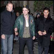 Twilight : Robert Pattinson, Kristen Stewart, et Taylor Lautner... assaillis par les fans à Paris !
