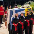 Illustration (cercueil) - Arrivées aux funérailles du prince Philip, duc d'Edimbourg à la chapelle Saint-Georges du château de Windsor, le 17 avril 2021.