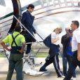Madonna sortant de son jet privé à Rio de Janeiro, le 9 novembre 2009 avec son chéri Jesus