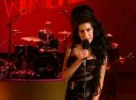 Vidéo : Amy Winehouse rend hommage à son mari lors des Brit Awards...