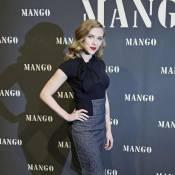 Scarlett Johansson exhibe sa taille de guêpe et met une raclée à... Monica Cruz !