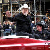 Tony Curtis : L'acteur et le soldat de 84 ans... paradent à New York !