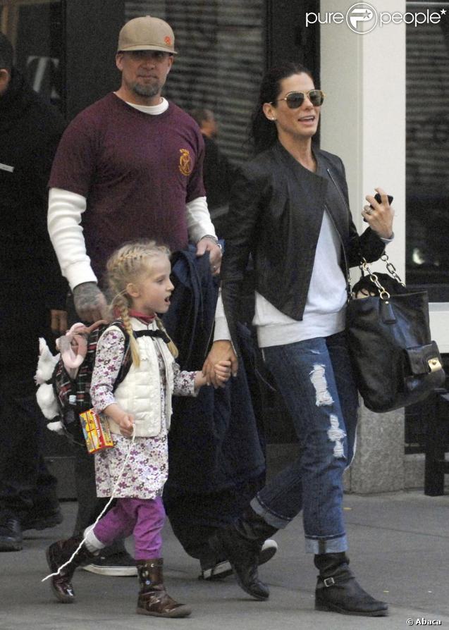 Sandra Bullock, Jesse James et Sunny dans les rues de New York le 18/11/09