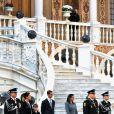 La famille princière lors de la parade militaire devant le palais de Monaco le 19 novembre 2009, jour de la Fête nationale