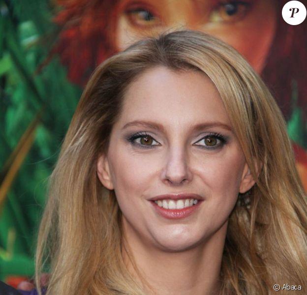 Frédérique Bel, égérie de Lancel, ce dimanche 22 novembre, à l'avant-première parisienne du film Arthur et la Vengeance de Malthazard, sur les Champs-Elysées.