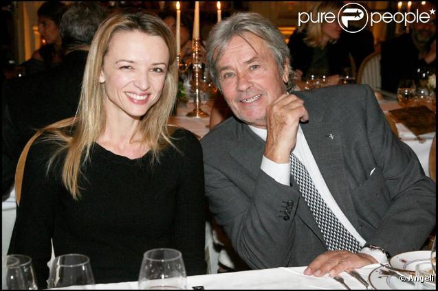 Delphine Arnault-Gancia et Alain Delon 322080-delphine-arnault-gancia-et-alain-delon-637x0-2