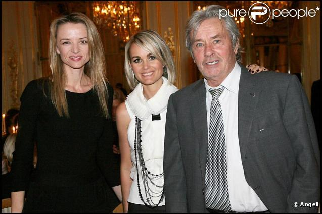 Delphine Arnault-Gancia, Laeticia Hallyday et Alain Delon au Meurice, à Paris. 19/11/2009