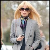 Claudia Schiffer : Même seule... elle fait son défilé sur le chemin de l'école !