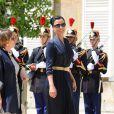 Sheikha Mozah radieuse, juchée sur des Louboutin, et vêtue d'une belle robe bleu marine !
