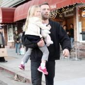 Pendant que la belle Jennifer Garner s'occupe (enfin) d'elle... Ben joue les papas-poules avec Violet !