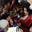 Katy Perry interprète I Kissed a Girl à Ischgl en Autriche le 28 novembre 2009 déguisée en Mère Noël !