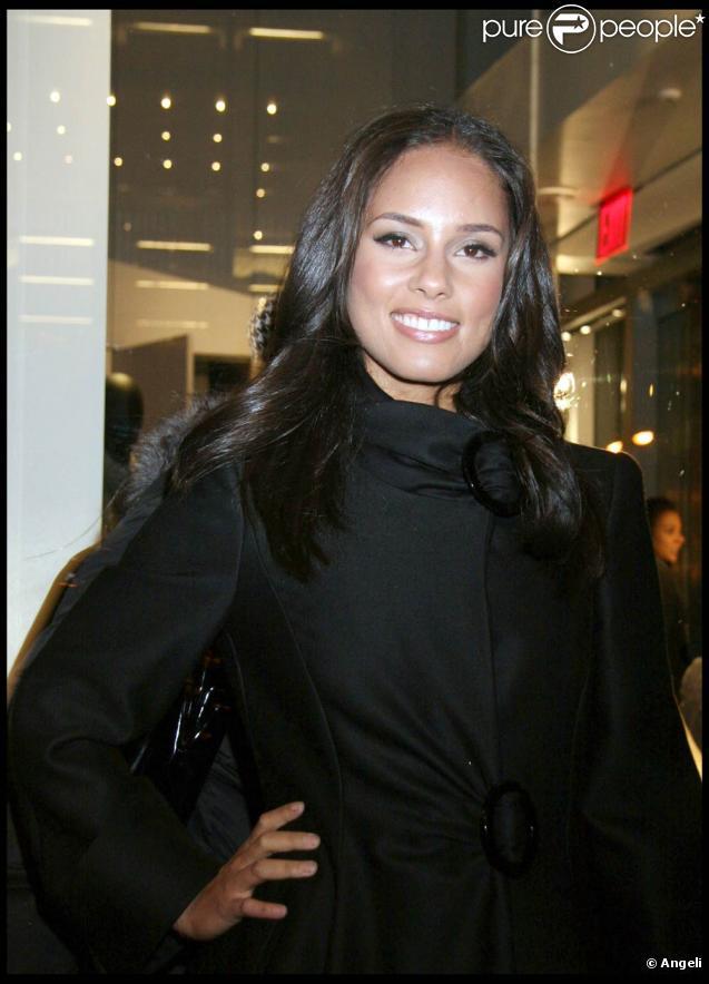 Alicia Keys se produisait en concert au Nokia Theater, le 1er décembre. Un concert dont les recettes étaient reversées à une association de lutte contre le Sida.