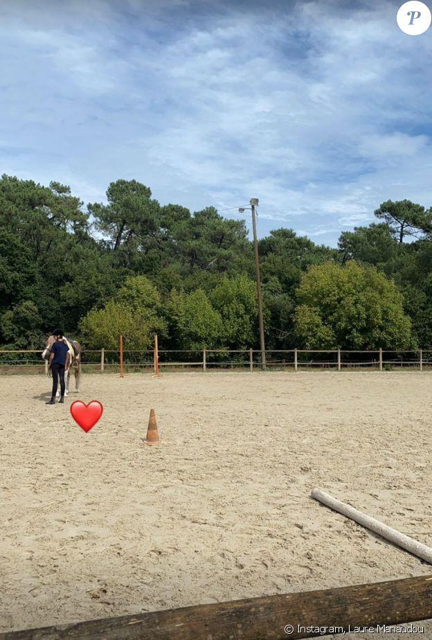 Laure Manaudou en admiration devant sa fille Manon (11 ans), en pleine séance d'équitation. Story Instagram du 15 septembre 2021.