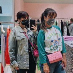 Alizée et sa fille Annily Chatelain font du shopping aux Galeries Lafayette.