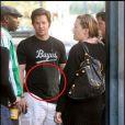 Petit dîner en amoureux, vendredi 27 novembre, pour Mark Wahlberg et son épouse Rhea, dans les rues de Beverly Hills. Remarquez la silhouette arrondie du mannequin, enceinte de son 4e enfant... et celle de son mari, juste en pleine prise de poids !