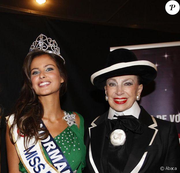 Malika Ménard, Miss France 2010 et Geneviève de Fontenay lors de son élection le 5 décembre 2009