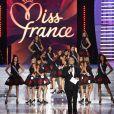 Les Miss ont fait la fête derrière Jean-Pierre Foucault lors de Miss France 2010 le 5 décembre 2009