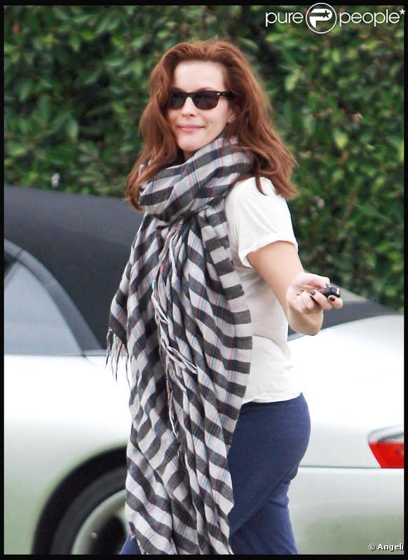Liv Tyler dans les rues de Los Angeles le 5/12/09 avec une nouvelle coiffure : rousse !