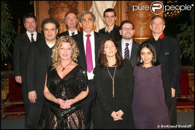 De nombreuses personnalités telles que Tex, Cristiana Reali, Francis Huster, Jeane Manson ou encore Hafsia Herzi entourent Pierre Huth à la 6e édition du Dîner des Stars. 07/12/09
