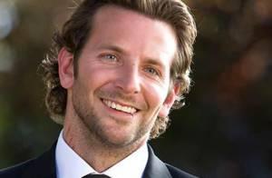 Regardez le séduisant et délirant Bradley Cooper face aux fans de