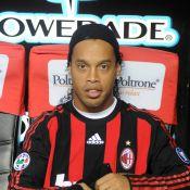 """Ronaldinho : Une consécration étonnante, alors qu'il """"se débat pour ne pas sombrer dans le ridicule"""" !"""