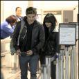Zac Efron et Vanessa Hudgens arrivant à l'aéroport de Los Angeles le 11 décembre 2009