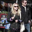 La charmante Kristen Bell, en séance shopping de Noël au Farmer's Market, en plein coeur de Los Angeles, le 13 décembre 2009.