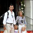 Letizia d'Espagne et son époux Felipe avec leurs adorables filles