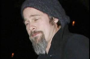 Le beau Brad Pitt après une soirée bien arrosée entre potes... ben ça donne ça !