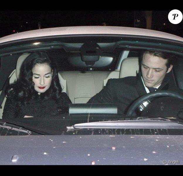 Dita Von Teese et Louis-Marie de Castelbajac quittant un restaurant à Los Angeles le 29 décembre 209