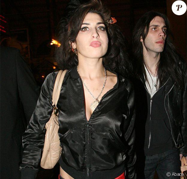 Amy Winehouse arrive à Paris, Gare du Nord
