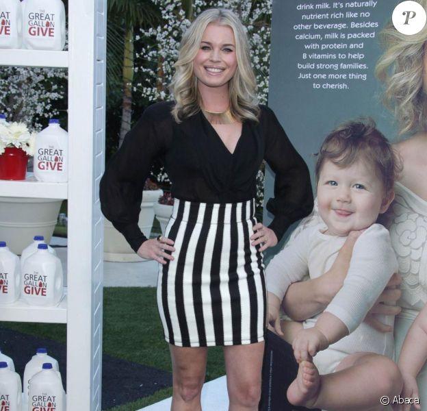 """Rebecca Romijn et ses deux fillettes posent pour la campagne """"Got Milk ?"""". 11/01/2010"""