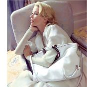 Claudia Schiffer redevient femme fatale à l'italienne : irrésistible...